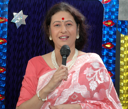 Aparna Padhye, wife of Ramdas Padhye who is a Puppeteer and Singer
